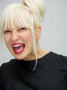Sia: Veja o clipe de