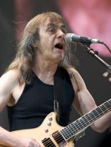 Veja o vídeo de fãs com demência para Malcolm Young: AC / DC
