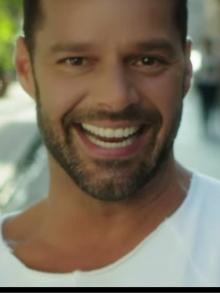 Ricky Martin lança clipe de La Mordidita