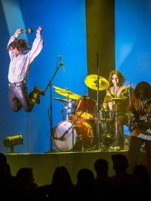 Strange Days canta The Doors e passa pelo Brasil
