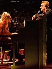 Bono Vox recebe Lady Gaga em show em Nova Iorque