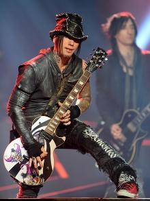 O guitarrista DJ Alba anuncia saída do Guns N' Roses