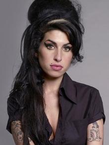 Documentário sobre Amy Winehouse faz sucesso. Veja o trailer