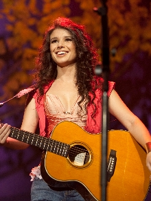 Paula Fernandes libera música nova na próxima segunda- feira (24)