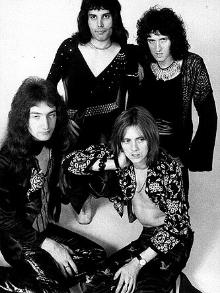 Orquestra reproduz a música 'Bohemian Rhapsody', do Queen