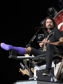 Dave Grohl canta com Queen e Led Zeppelin em tributo a Freddie Mercury