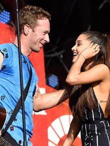 Coldplay canta música nova e faz dueto com Ariana Grande