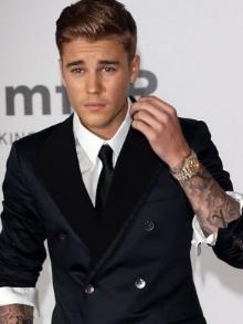 Justin Bieber divulga músicas do novo álbum e continua causando
