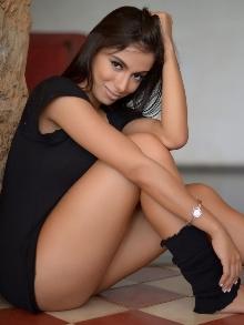 Anitta ensina passo a passo para você arrasar dançando