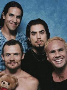 Faixa inédita do Red Hot Chili Peppers com Dave Navarro. Escute aqui