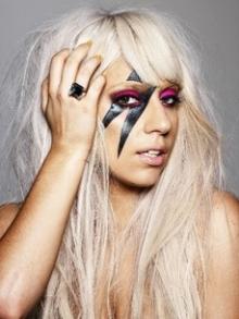 Gaga faz uma tatuagem em homenagem a David Bowie. Confira como ficou