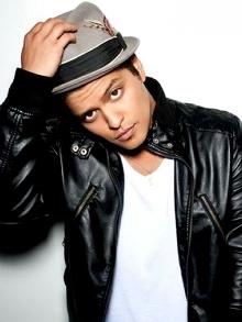 Bruno Mars deve lançar seu terceiro disco ainda este ano. Saiba tudo aqui