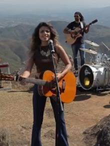 Paula Fernandes libera lyric vídeo de música nova. Escute aqui