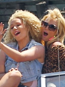Britney Spears divulga o áudio de 'Pretty Girls'