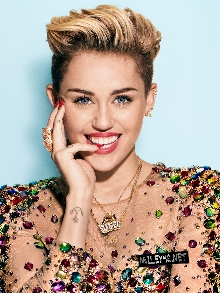 Miley Cyrus arrasa cantando 'Karen Don't Be Sad' e 'Twinkle Song'