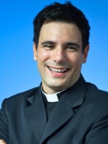 Padre Juarez de Castro divulga música com Sorriso Maroto