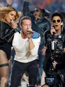 Coldplay, Beyoncé e Bruno Mars fazem show espetacular juntos