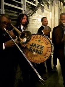 Dave Grohl toca com banda com jazz. Veja aqui como foi
