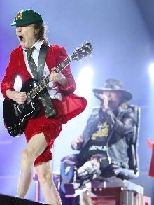 Axl Rose estreia no AC/DC e manda muito bem. Veja como foi