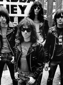 Primeiro disco dos Ramones faz 40 anos e sai um box especial