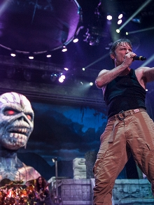 Iron Maiden libera novo clipe de 'Death Or Glory' com cenas da turnê de sucesso