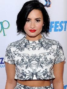 Sexta das mulheres: Lovato, Aguilera e Sophia Abrahão têm lançamentos