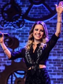 Sandy lança novo DVD em todas as lojas e libera dueto com Tiago Iorc
