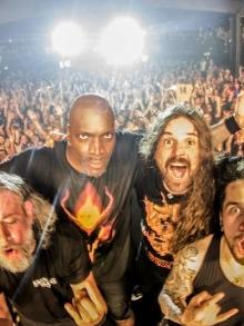 Sepultura toca música inédita em show. Assista aqui