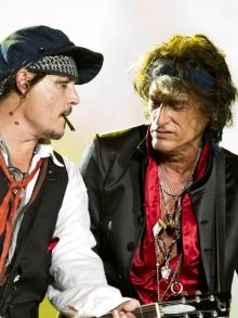 Joe Perry, do Aerosmith e Hollywood Vampires, passa mal no palco