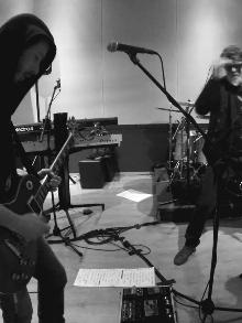 Os Titãs começam a ensaiar com Beto Lee na guitarra. Veja aqui