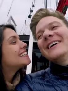 Cantor lança clipe da música 'Chocolate Quente' repleto de momentos em família