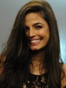Emanuelle Araújo lança clipe solo e F. Harmony arrasa em versão acústica