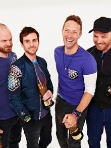 Coldplay, Ellie Goulding  e o trio Shakira, Vives e Maluma têm novidades