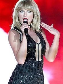 Taylor Swift canta, pela primeira vez, música que fez com o ex-Calvin Harris