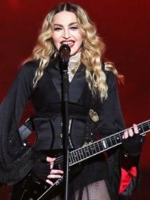 Madonna libera teaser de 3 minutos do novo DVD e participa de karaokê