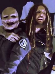 Korn divulga making of da parceria com Corey Taylor, do Slipknot
