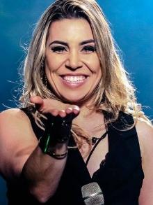 show Naiara AzevedoParaguaçu/MG