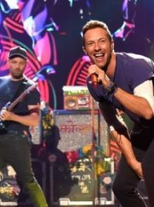 Coldplay pede vídeos para os fãs e lança clipe da música 'Amazing day'