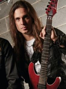 Kiko Loureiro faz vídeo de making of do Megadeth em Las Vegas
