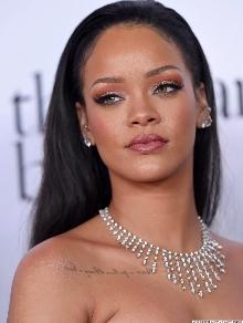 Rihanna é eleita humilharia do ano. Veja por que