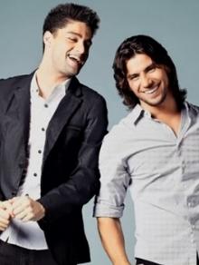 Munhoz e Mariano lançam clipe da música inédita 'Box do Chuveiro'