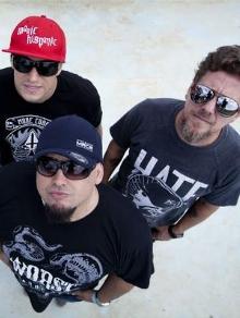 Raimundos libera vídeo de música do novo DVD e Supla lança clipe