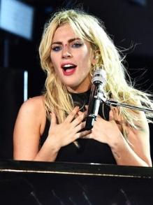 Lady Gaga lança música nova em festival de música. Escute aqui