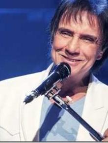 Roberto Carlos libera clipe da música 'Sereia' com Ísis Valeverde