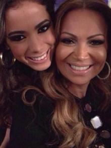 Solange Almeida divulga parceria com Anitta. Escute aqui Luxo