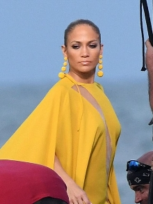 Jennifer Lopez lança áudio da música 'Ni Tú Ni Yo' com Gente de Zona