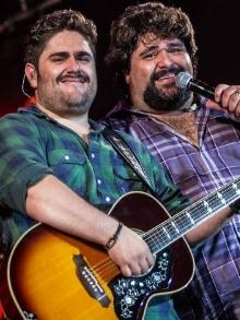 César Menotti e Fabiano liberam clipe com Maiara e Maraisa