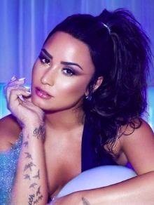 Demi Lovato finalmente lança clipe da nova música Sorry Not Sorry