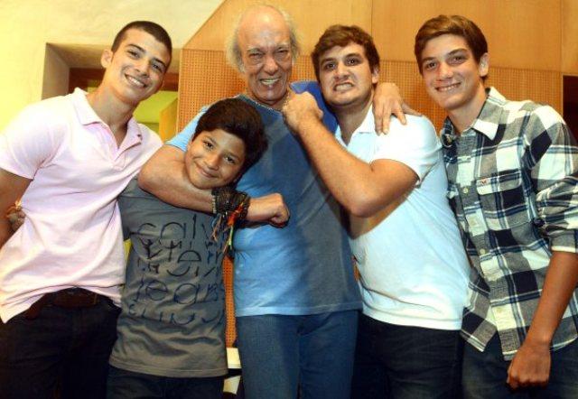 foto: 11 - Hoje, dia 26 de julho, é dia dos avôs. Veja os roqueiros e seus netos