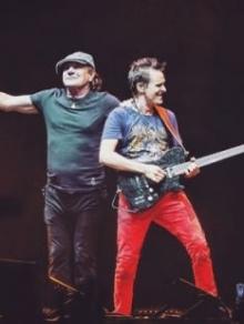 Brian Johnson, do AC/DC, volta aos palcos e canta muito com o Muse